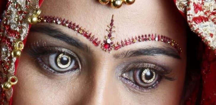 lentes de contacto con incrustaciones de diamante