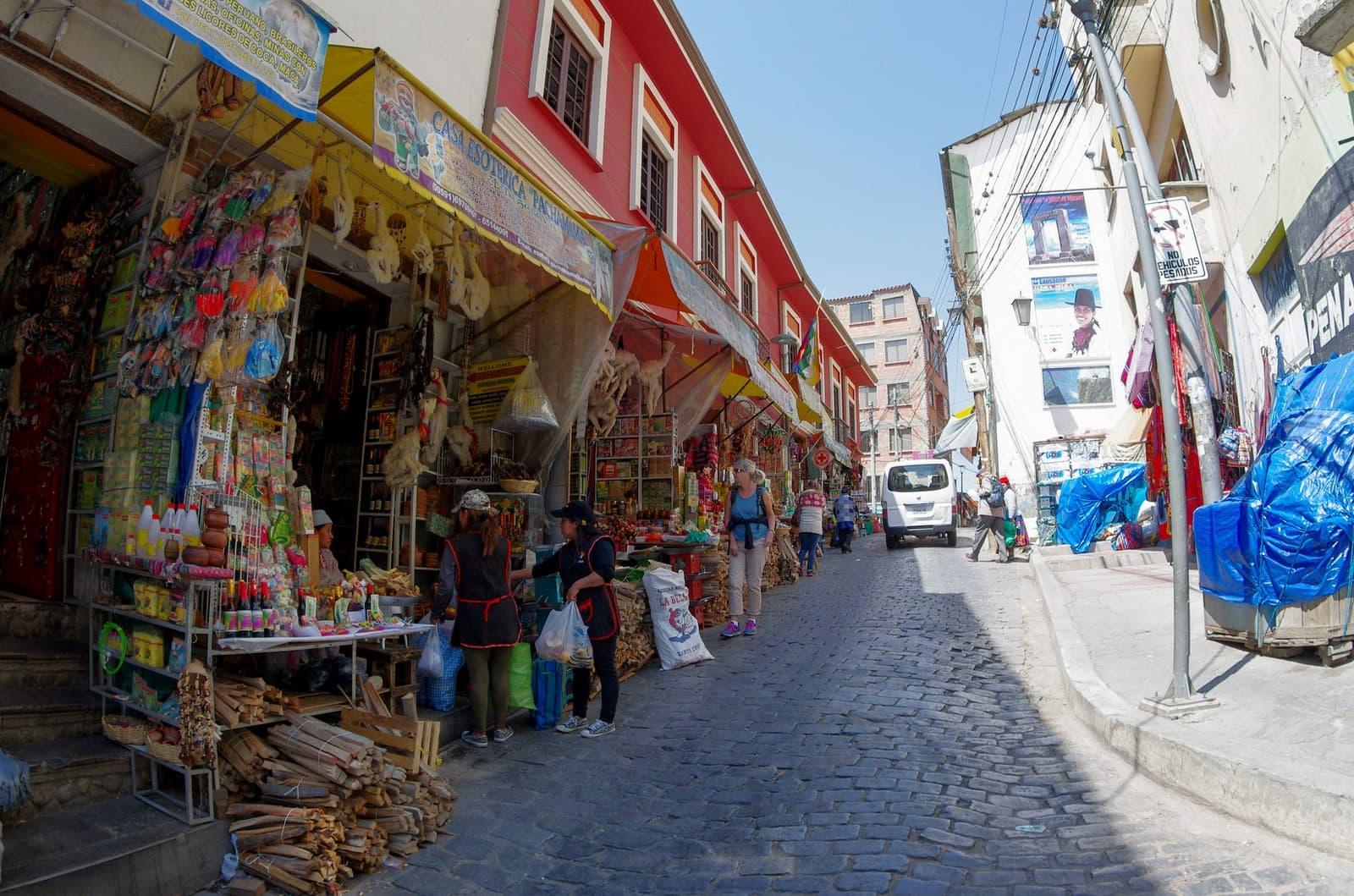 mercado de las brujas la paz en bolivia