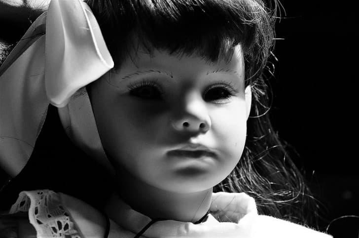 muñeca aterradora ojos negros