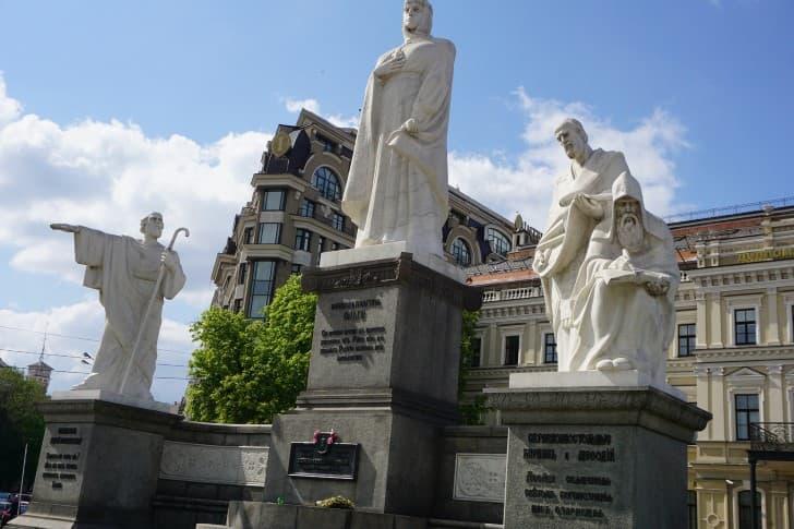 olga de kiev monumento