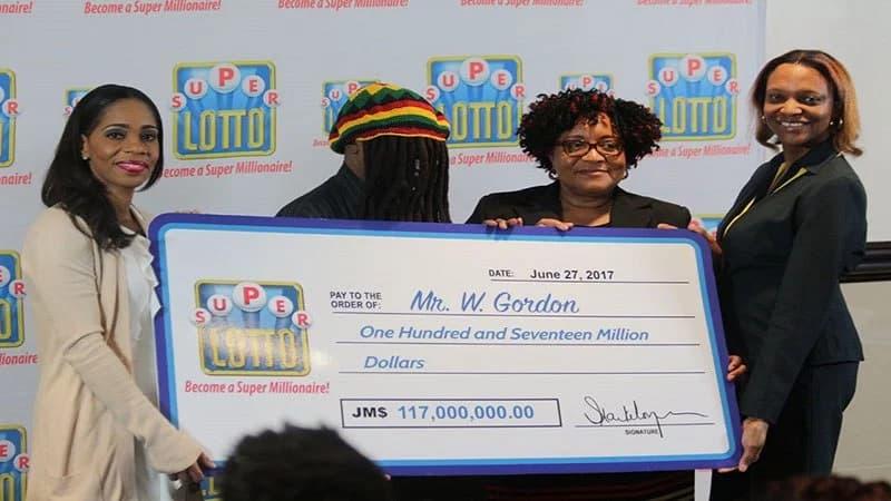 ganadores loteria jamaica mascaras (2)