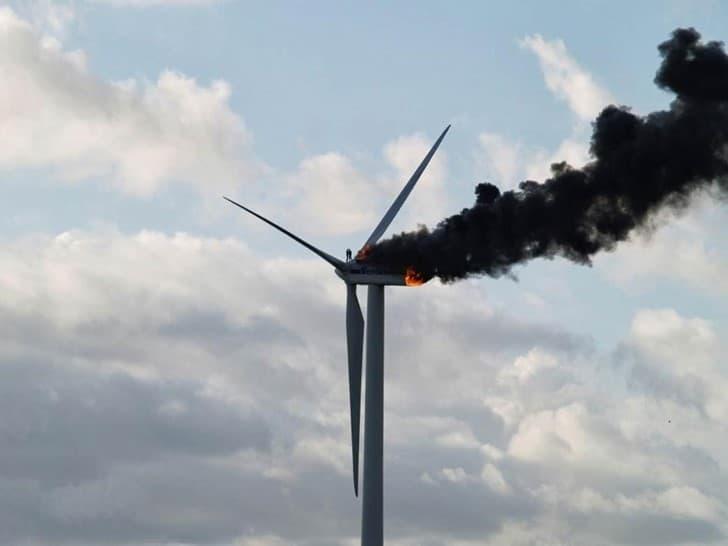 ingenieros atrapados turbina eolica