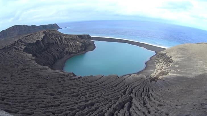 isla nueva formada volcan marino