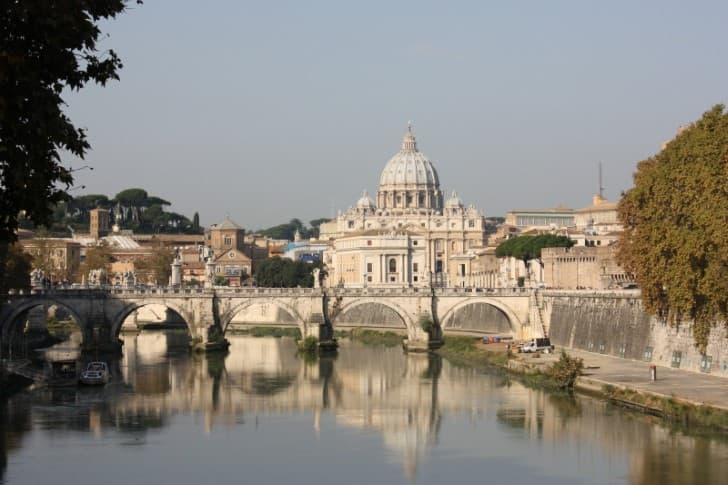 El Vaticano desde el río tiber