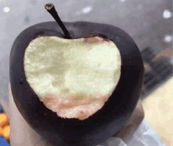 manzana diamente negro mordida