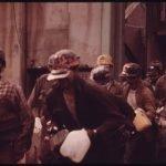 mineros saliendo del trabajo