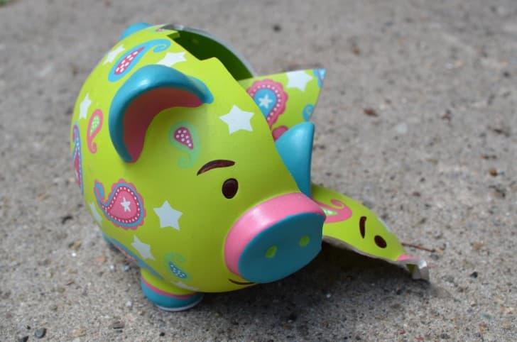 alcancia de cerdo rota