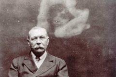 Arthur Conan Doyle fantasma