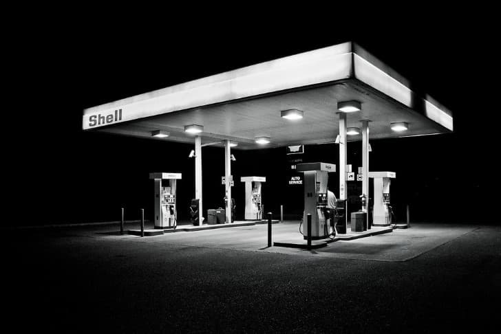 estacion de servicio solitaria
