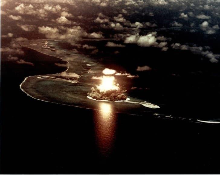 explosion atomica en enewetak atolon