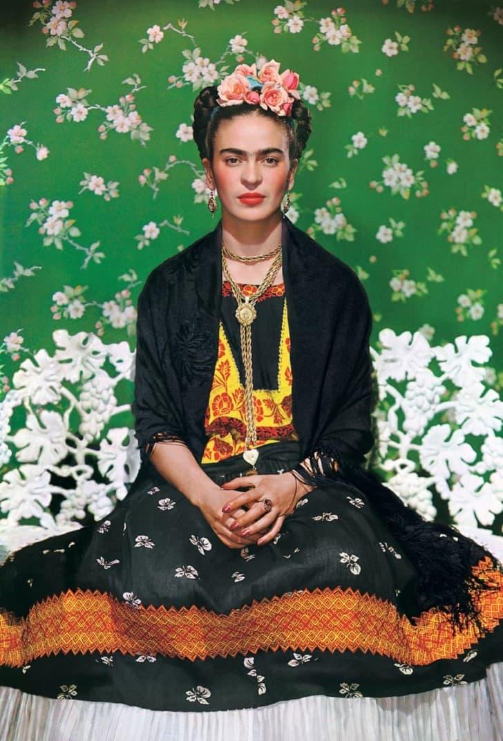 Frida sobre una banca blanca, Nueva York 1939