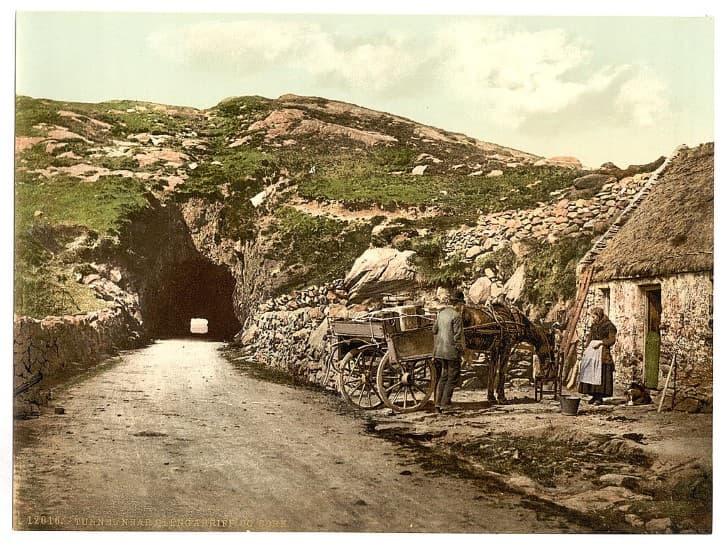 Tunel en las cercanias de Glengariff en County Cork, Irlanda