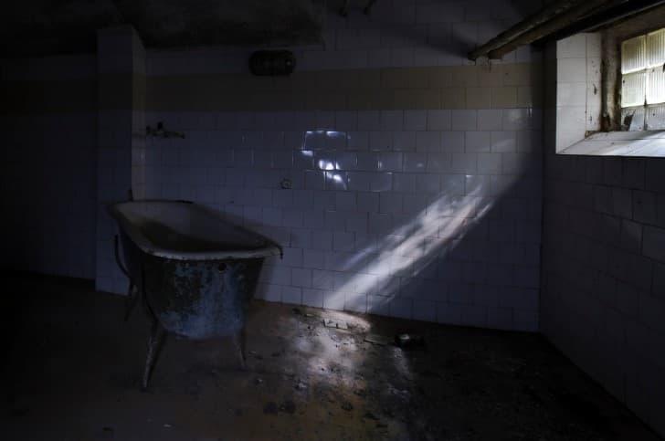 bañera abandonada
