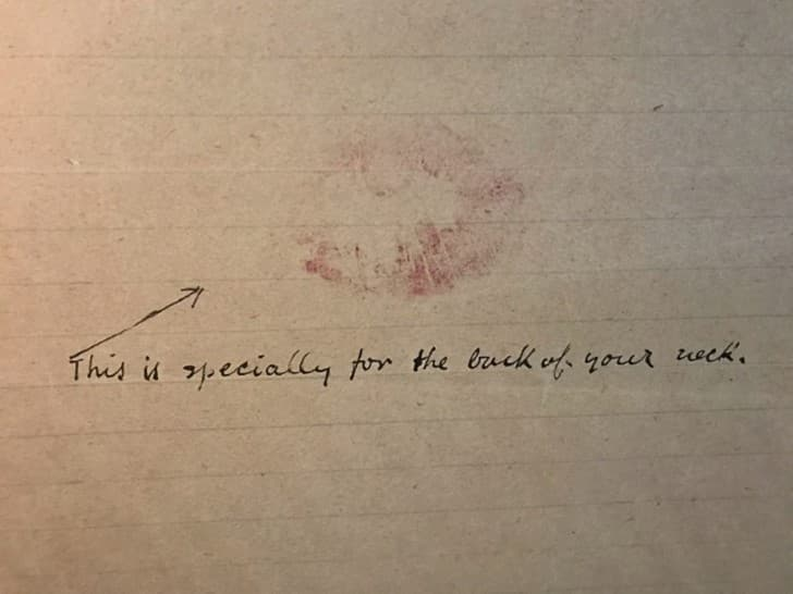 beso en la carta de Frida