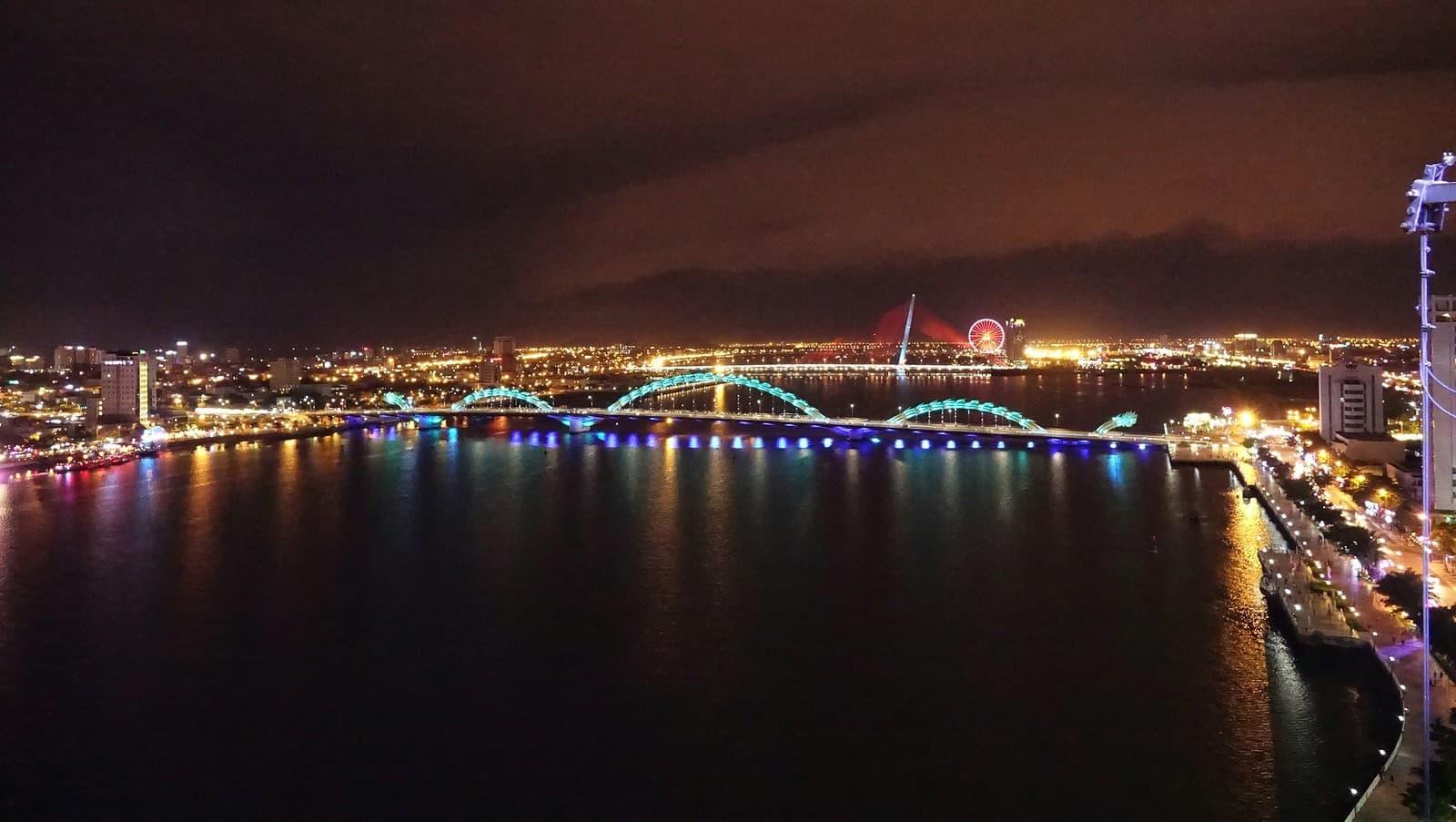 da nang puente dragon luces por la noche