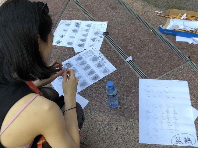 manifestacion ejemplar en hong kong origaMI