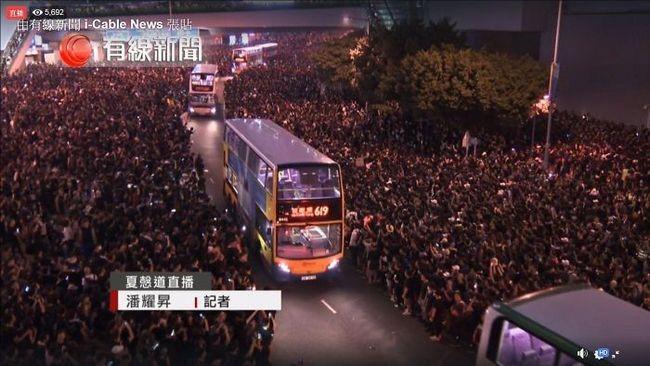 manifestacion ejemplar en hong kong transporte publico