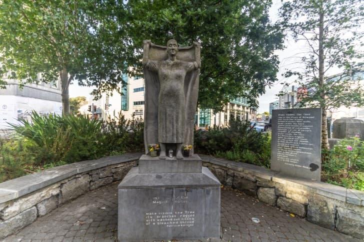 monumento a las mujeres Magdalena
