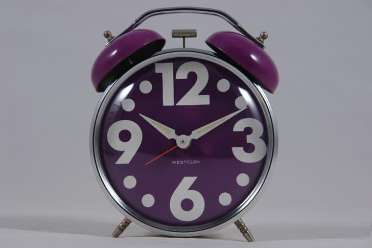 reloj despertador morado numero grandes