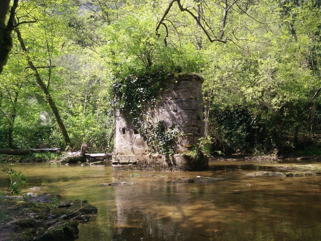 ruinas en el río Dourdou