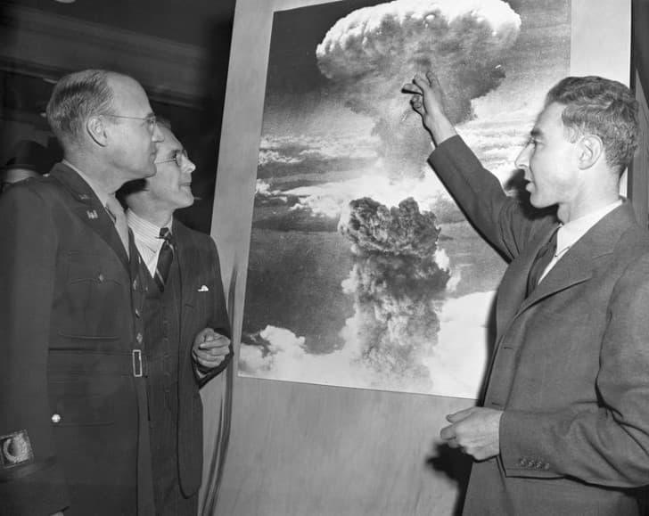 Robert Oppenheimer bomba atomica