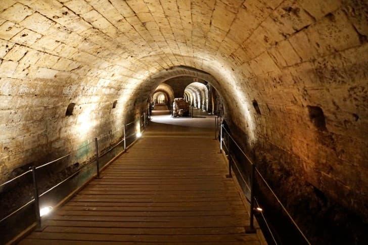 Tunel de los Templarios en Fortaleza de Acre ancho de la estructura