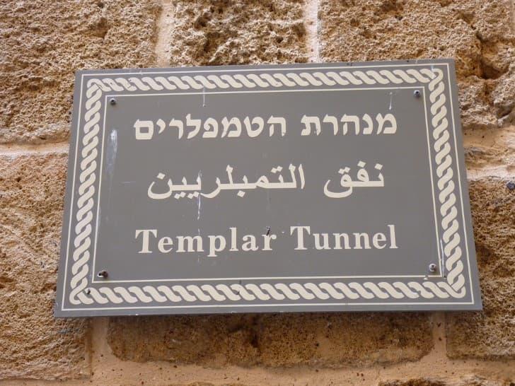 Tunel de los Templarios en Fortaleza de Acre cartel entrada