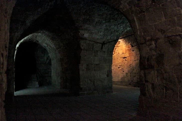 Tunel de los Templarios en Fortaleza de Acre oscuridad