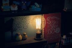 cuentos de terror lampara encendida por la noche