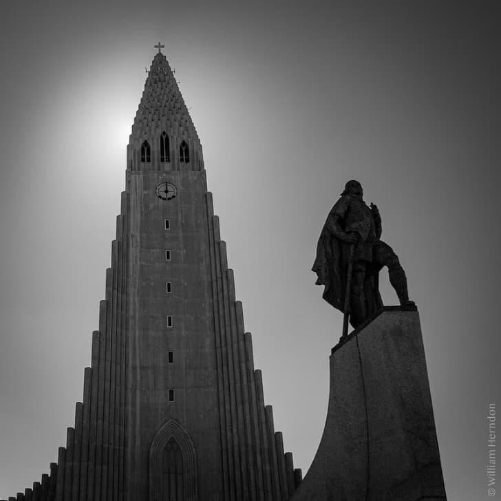 estatua al explorador vikingo Leif Erikson