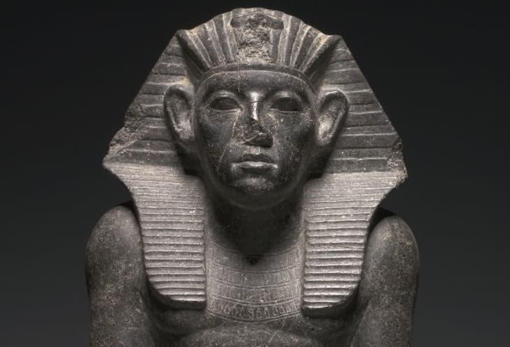 estatua nariz rota antiguo egipto