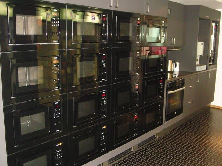 una pared de microondas