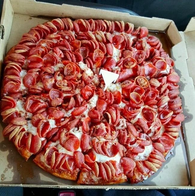 comida perfecta pizza llena de salami