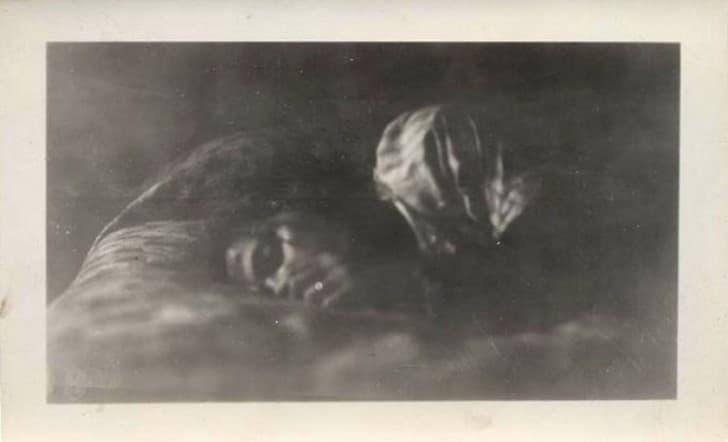 mujer durmiendo foto antigua