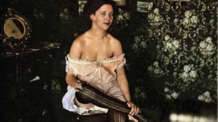 mujer en un burdel siglo XX