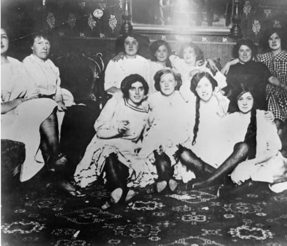 mujeres en un burdel de san francisco