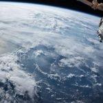 ¿Cómo inició la teoría de la Tierra Plana y qué postula?