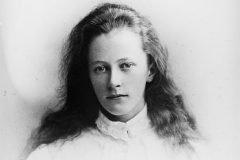 chica rostro relajado 1900