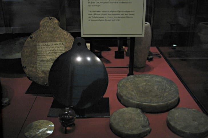 coleccion artefactos ocultismo john dee