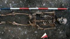 Arqueólogos descubren restos de un hombre que sufrió una de las peores muertes registradas