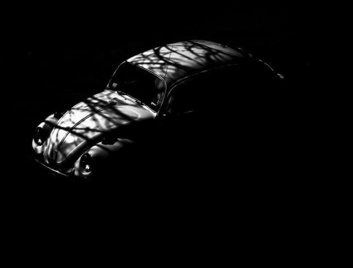 auto en la oscuridad