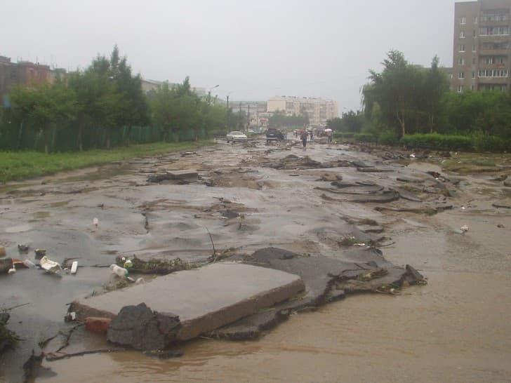 desastres producidos por inundaciones tifon