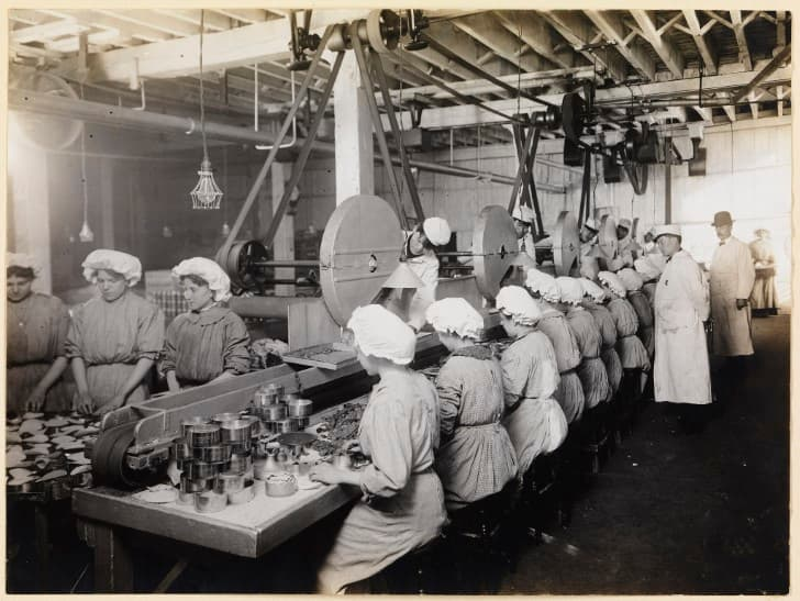 mujeres empacando carne picada en chicago 1910
