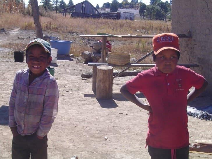 niños en las barrancas del cobre