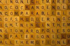 scrabble piezas del alfabeto
