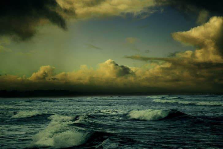 tifon en el oceano pacifico