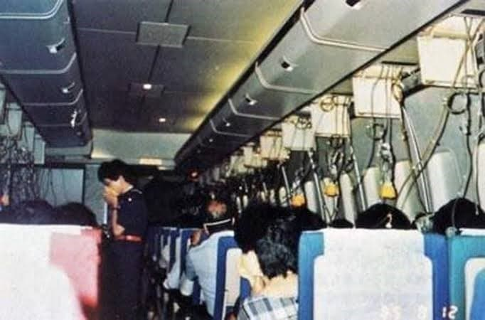 cabina al interior del vuelo japan airlines 123