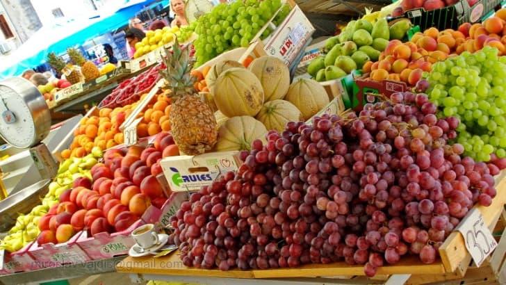 fruta saludable mercado mediterraneo