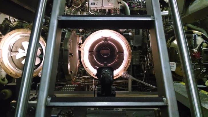 tubo de lanzamiento de torpedos