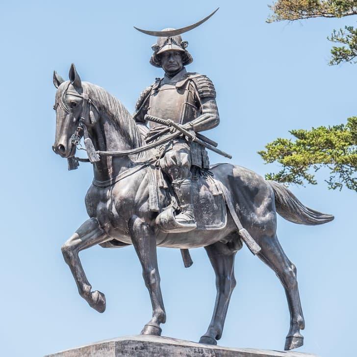 Date Masamune estatua en el castillo Aoba